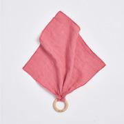 Bimbla, Drewniany gryzaczek z pieluszką Różowy