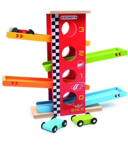 Drewniana zjeżdżalnia dla wyścigówek