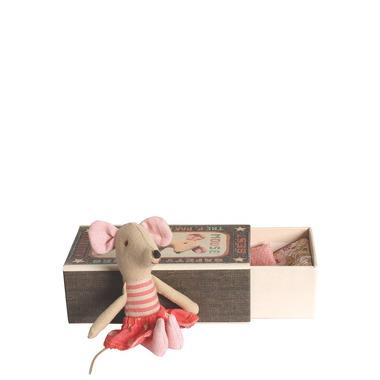 Maileg, myszka duża siostra w pudełku po zapałkach