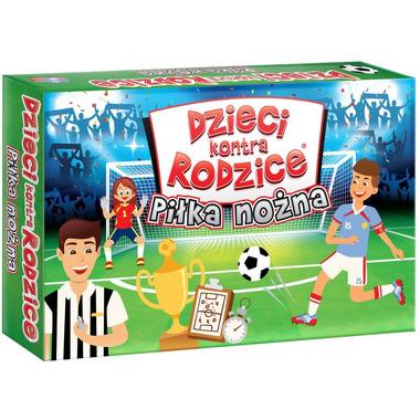 Gra piłka nożna dzieci kontra rodzice