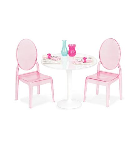 Our Generation, Stolik z dwoma krzesłami oraz 2 nakrycia
