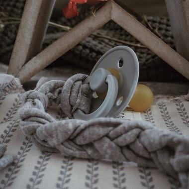 Hi Little One, bawełniana zawieszka do smoczka Pacifer holder grey
