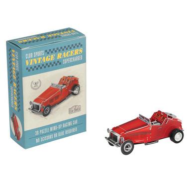 Vintage czerwony, nakręcany samochód wyścigowy