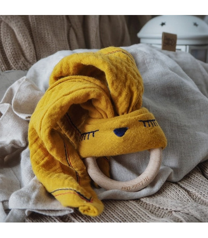 Hi Little One, Przytulanka muślinowa z gryzakiem Sleepy Bunny cozy muslin with wood teether Mustard
