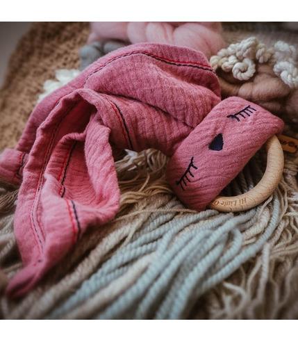 Hi Little One, Przytulanka muślinowa z gryzakiem Sleepy Bunny cozy muslin with wood teether Pink