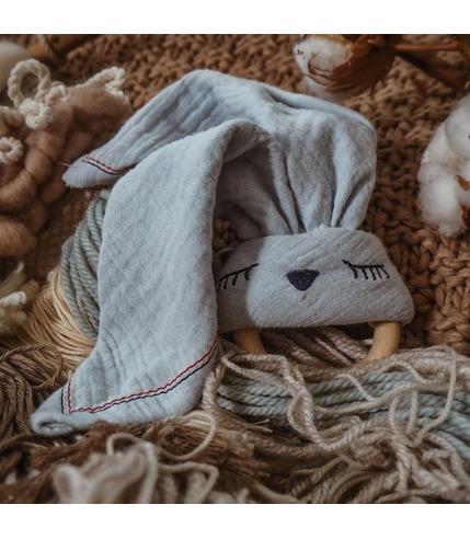Hi Little One, Przytulanka muślinowa z gryzakiem Sleepy Bunny cozy muslin with wood teether,Baby Blue