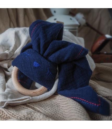 Hi Little One, Przytulanka muślinowa z gryzakiem Sleepy Bunny cozy muslin with wood teether Navy