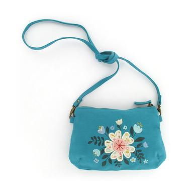 Niebieska torebka z kwiatkiem