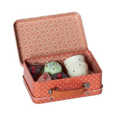 Maileg,  Metalowa walizka z ciasteczkami i filiżankami