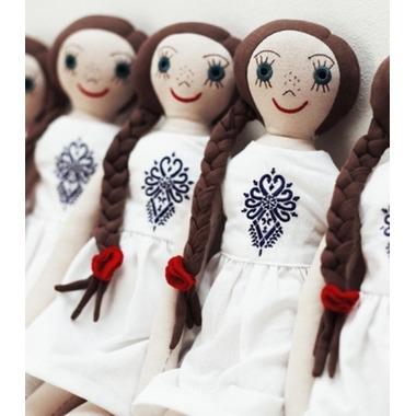 Lalka Lalanka w białej sukience