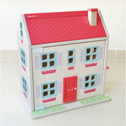 Indigo Jamm, Drewniany domek Hascombe House